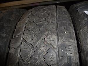 4 pneus d'hiver 195/60/15 Snowtrakker Pacemark, 35% d'usure, mesure 9, 9, 8 et 8/32.