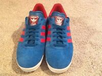 ADIDAS GAZELLE TRAINERS SIZE 9.5 UK, IMMACULATE CONDITION ONLY BEEN WORN TWICE , BLUE/ RED