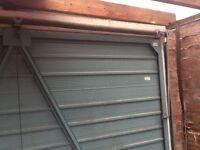 Garage door in good condition and working order.no key.