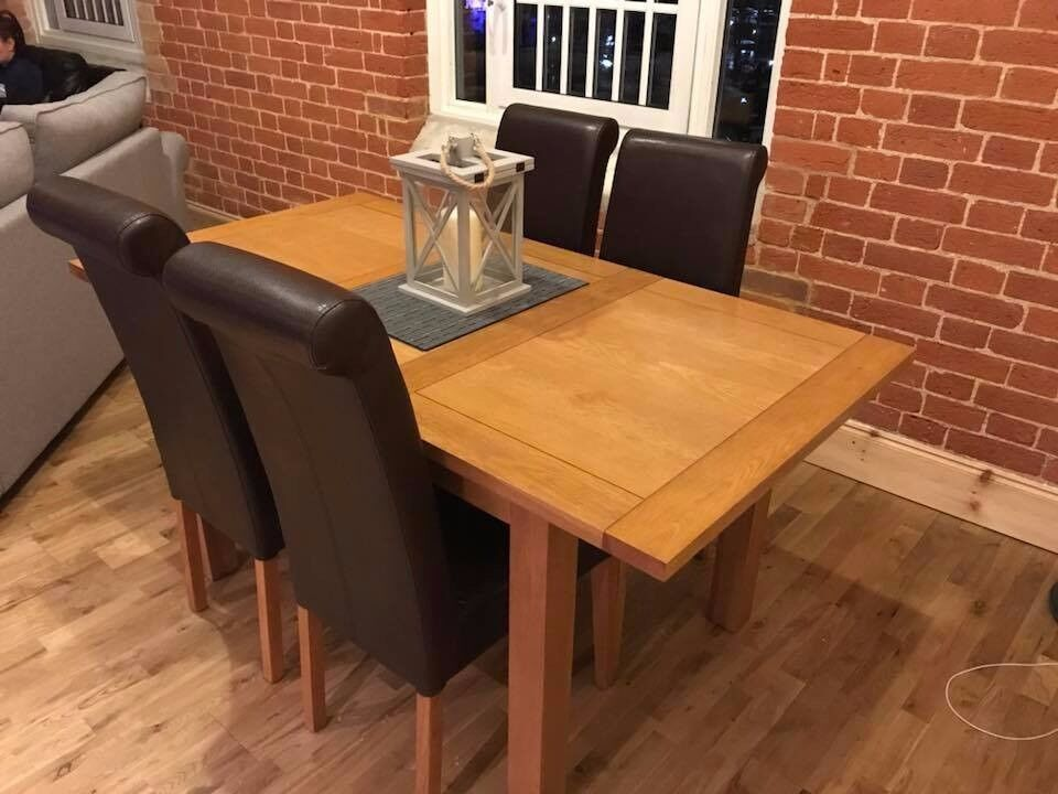For Sale: Extending Solid oak table with 4 leather chairs.