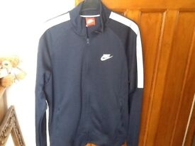 SIZE S ( TEENAGE ) NAVY NIKE TRACKSUIT JACKET & MATCHING TRACKSUIT BOTTOMS ( JACKET LIKE NEW )