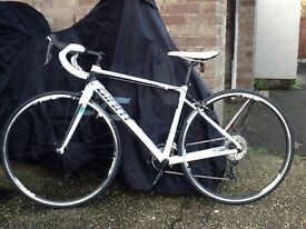 GIANT DEFY 1. Shimano 105. 2016 model. BRAND NEW and UNUSED. Suit medium sized adult.