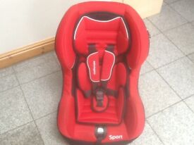 Lightweight group 1car seat for 9mths to 4yrs(9kg upto 18kg),has padded inserts,reclines,is washed