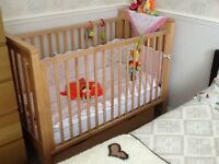 Mamas and Papas Cot in very good condition from smoke and pet free home