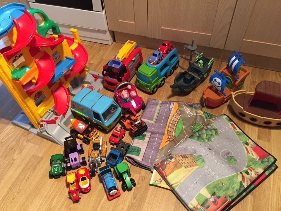 Job lot of toysin Worksop, NottinghamshireGumtree - Loads of toys for sale. Ideal for anyone who wants to kit out for their kids.All in great clean condition.Cars, car tower, peppa pig, mega blocks, mega blocks activity table, and wizard of oz castle, little people, first skates, car mats