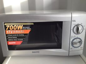SANYO Silver 700W Micro Wave. Good Condition. £20 Can be Delivered for Extra or Collection.