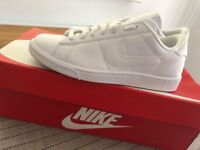 Ladies - New Nike Trainers - Size 5