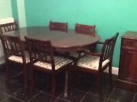 Dining table in mahogany and 6 matching chairs
