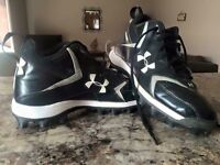 UNDER ARMOUR FOOTBALL CLEATS 7.5