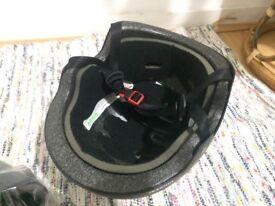 sturdy bike helmet (mint condition)