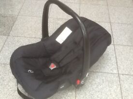 £10- group 0+ baby car seat with swing over carry handle for newborn upto 13kg-washed and cleaned