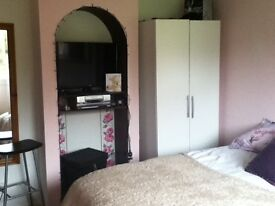 Furnished double room in house share spacious clean friendly