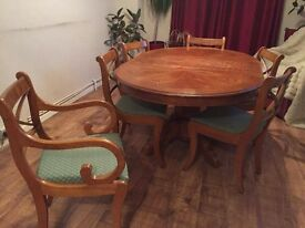 Round Extendable Wooden Table with 6 chairs