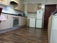 To Rent roomshare no deposit bills incl just 65 per week very close bus /dlr