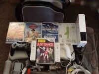 Wii BUNDLE (5GAMES CONTROLLERS PORTABLE BAG LOTS MORE)