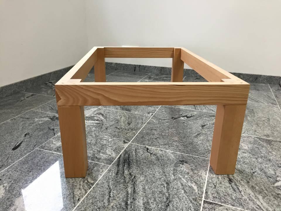 dekorativer Holztisch mit Steinplatte Couchtisch