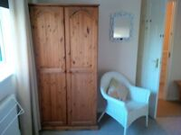 fully furnished double size bedroom with shared kitchen bathroom and communal area .Ideally l