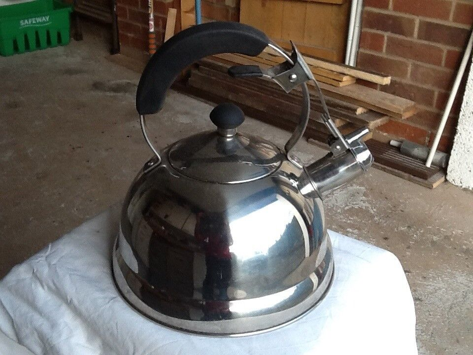 Swiss Pro stainless steel whistling kettle.