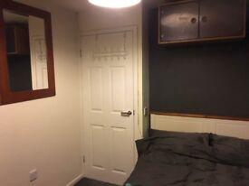 Double Furnished Room in Nine Elms, Swindon