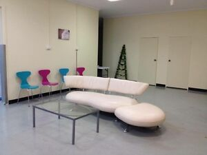 Cream leather lounge with moving/removable chaise Penrith Penrith Area Preview