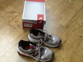 PAIR NB (NEW BALANCE) TRAINERS GREY/RED SIZE 5-EXCELLENT CONDITION LIKE NEW AS ONLY GOT WORN TWICE