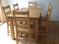 Extending oak dinning table & 6 chairs