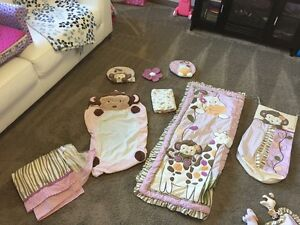 Girls crib/bedding set