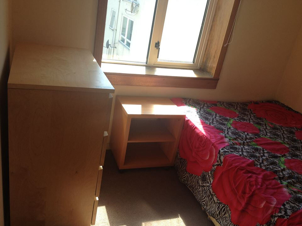Single room available, easy communication, Bus available 33, 30, 3,18 &21