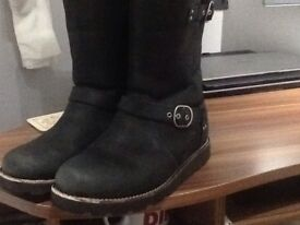 UGG boots , Ladies size UK 6.5 , Suede , Black Noire style