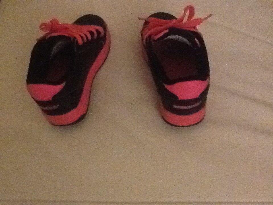 Girls size 11 sidewalk sports Heelies