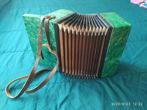 Small Accordion 17 keys  KREMEN Child Kid Accordeon Acordeon Soviet Union
