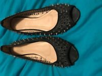 2 pairs of shoes size 5