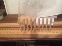 Peg weaving loom