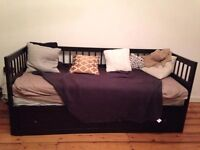Pull out couch, turns into double bed. super comfortable!