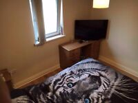 DOUBLE ROOM FOR RENT; 5 MINS AWAY FROM QUEEN'S AND 10 MIN AWAY FROM CITY CENTRE