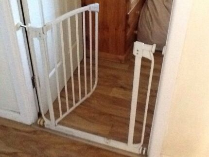 BABY SAFETY GATE EXCELLENT COND MIN 72 EXTENDS TO 92 Ryde Ryde Area Preview