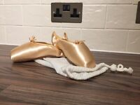Brand new Freed Studios ballet pointe shoes