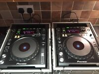 2x Pioneer Cdjs 850 -K with flight cases (like new)