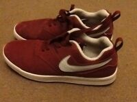 A PAIR BURGUNDY NIKE TRAINER SHOES SIZE 5. (GOOD CONDITION ).