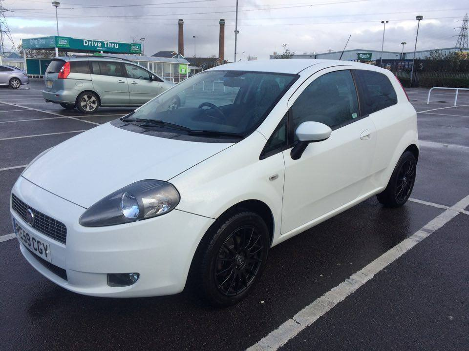 fiat grande punto 1 4 8v gp 3dr white 2009 mileage 54 000 in wallington london gumtree. Black Bedroom Furniture Sets. Home Design Ideas