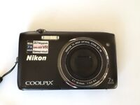 Nikon Coolpix S3500 camera with box, CD and quick start guide
