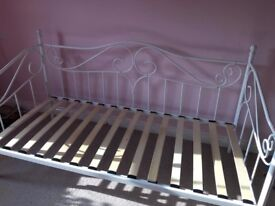 Single Daybed by Dreams, Cost £300 and is only 12 months old! Fab condition