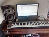 MasterKey 61 MIDI Keyboard - Silver (basically new)