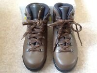 NEWBOXED DEMON MEN'S LEATHER BOOTS SIZE 42