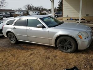 2005 dodge magnum r/t (trade for truck)