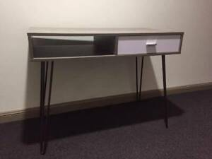NEAR NEW CONDITION Study Table
