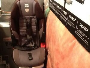 Car Seat: ages 2 - 5 for SALE! Kitchener / Waterloo Kitchener Area image 2