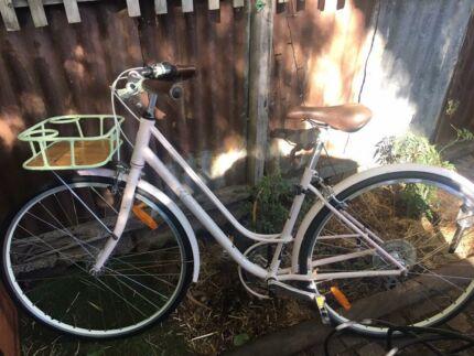 Girls cruiser bicycle