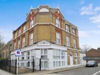 2 bedroom flat in Orange Place, London, SE16 (2 bed)