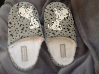 Slippers - BRAND NEW - size 3-4